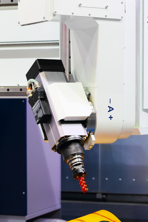 automated tooling: Industrial milling CNC machine tool with replaceable end mill