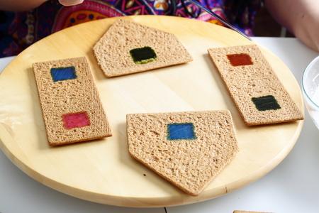 house walls: Making of christmas gingerbread house. Walls binding.