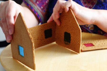casita de dulces: La toma de navidad casa de jengibre. Las paredes de uni�n.