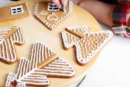 house walls: Making of christmas gingerbread house. Walls decorating.