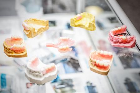Set of dentures Imagens - 95512665