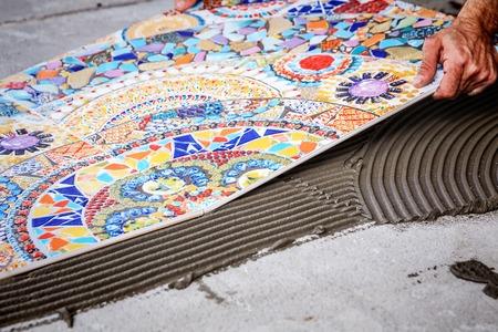 Laying floor ceramic tile