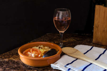 Baked Valencian rice accompanied by local wine