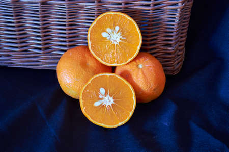 Mandarin is the fruit of the different citrus species commonly called Mandarin, among them Citrus reticulated, Citrus unshiu, Citrus freshen, as well as their hybrids, including Citrus tangerine, whose taxonomy is discussed Reklamní fotografie