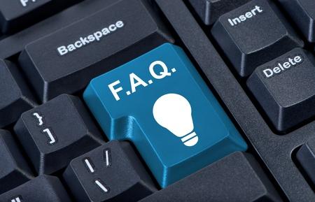 Button mit Symbol Lampe, FAQ Internet-Konzept. Standard-Bild - 10256289