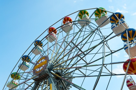 Ferris wheel against sky, view from below. Standard-Bild
