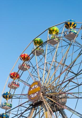 ferriswheel: Ruota panoramica cielo di sfondo. Archivio Fotografico
