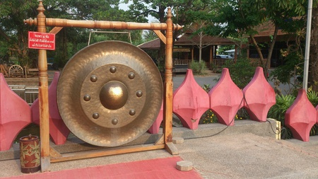 Gongs are broadly of three types.Suspended gongsare more or less flat, circular discs of metal susp