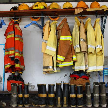 bombero de rojo: traje de bombero