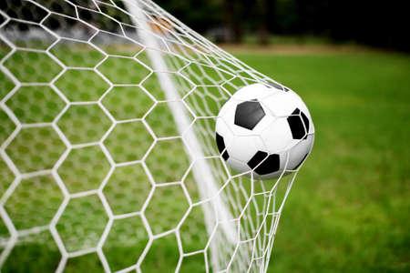 voetbal bal in het doel net