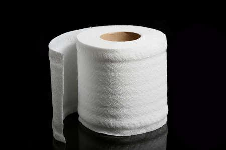 doku: tuvalet kağıdı, siyah izole Stok Fotoğraf