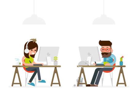 el hombre y la mujer que trabaja en la historieta del estilo plana de ordenador.