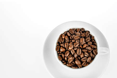 Coffee beans in cup isolated on white background. Banque d'images