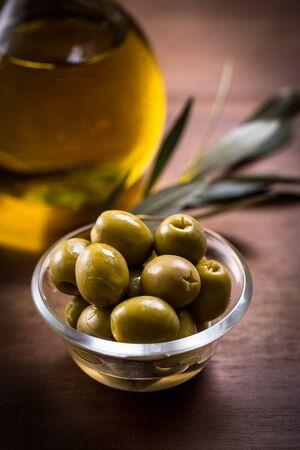 Noix d'olive et huile d'olive