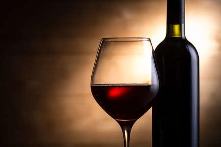 Red wine and wine bottle Standard-Bild