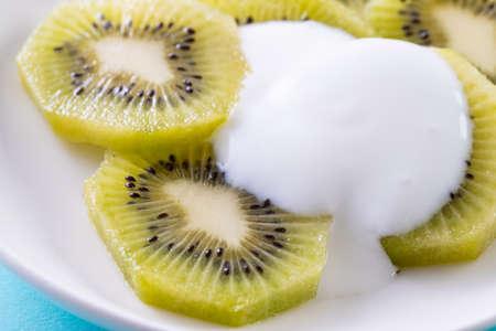 put yogurt on kiwi fruit