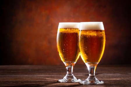 drink beer at a restaurant