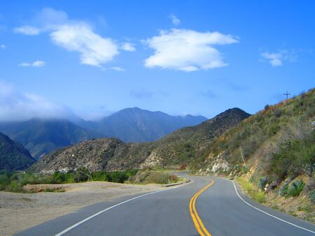 This is a mountain highway in the San Gabriel Mountains in California. 免版税图像