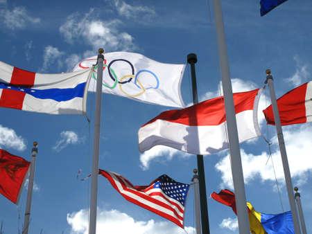 Olympische vlag op 1988 Olympische Winterspelen plaats in Calgary, Alberta Stockfoto - 10592593