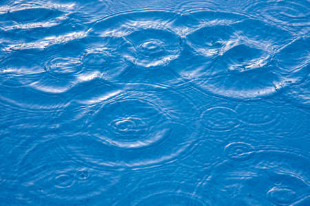 goutte de pluie: flaques d'eau Banque d'images