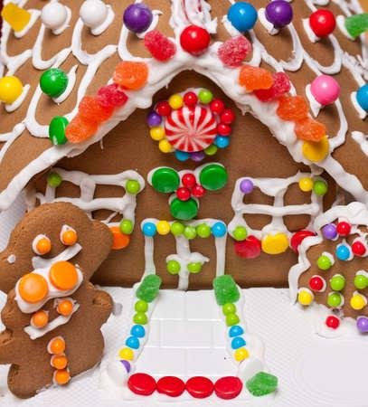 casita de dulces: Puerta de casa de pan de jengibre Foto de archivo