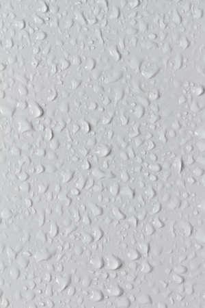 condensation: Agua de cuentas en el azulejo