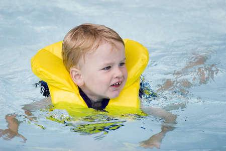 Child swimming Reklamní fotografie