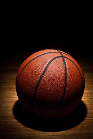 cancha de basquetbol: Baloncesto en corte Foto de archivo
