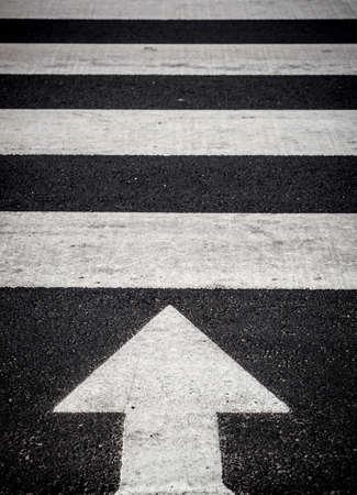 paso de peatones: Camino por delante Foto de archivo