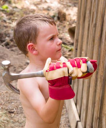 Chłopiec pomaga tacie Zdjęcie Seryjne