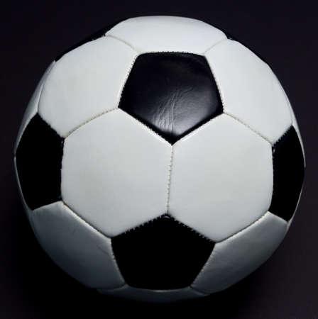 Sfera di calcio su nero Archivio Fotografico - 17933724
