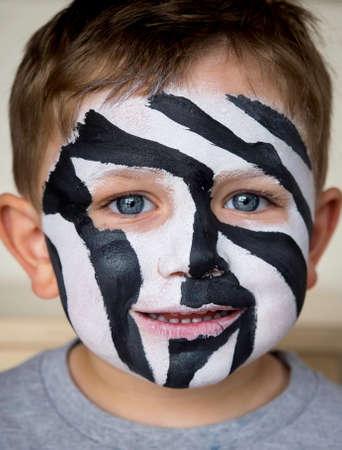pintura en la cara: Cara cebra pintura Foto de archivo