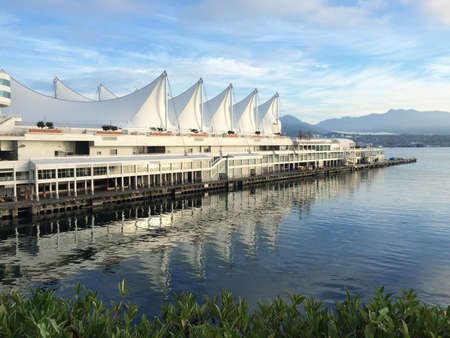 Canada Place in downtown Vancouver Stok Fotoğraf - 32393061