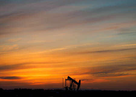 oil derrick: Oil derrick