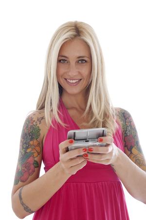 tattoed: Feliz Tattoed Mujer Texting