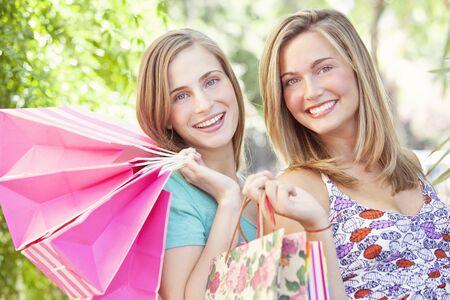 friends shopping: Happy Friends Shopping