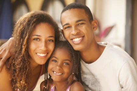 幸せなアフリカ系アメリカ人家族笑顔 写真素材
