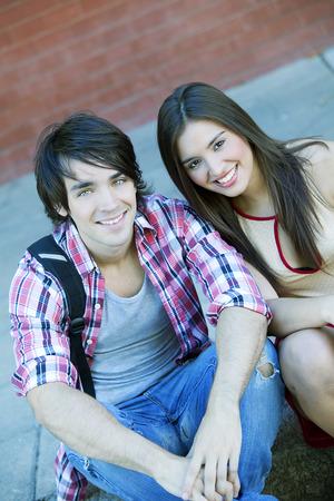 pareja de adolescentes: Pares adolescentes felices Foto de archivo