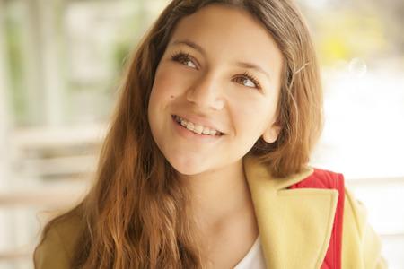 sonriente: Pequeño retrato feliz niña Foto de archivo