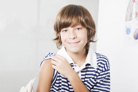 vacunaci�n: Boy vacunaci�n recibir