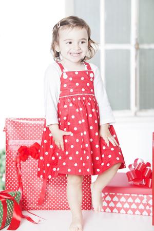 어린 소녀: Happy little girl with Christmas presents