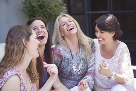 Groep van vrouwelijke vrienden plezier