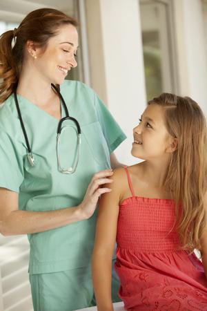pediatra: La niña y el pediatra