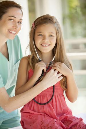 pediatra: La ni�a y el pediatra