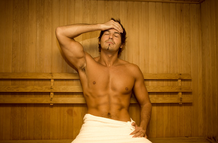 sauna nackt: Young man relaxing in sauna Lizenzfreie Bilder