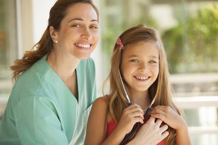 medico pediatra: La niña y el pediatra