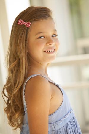 rubia ojos azules: Beautiful blonde blue eyes little girl