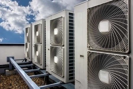 Air conditioning system assembled on top of a building. Imagens - 39770546