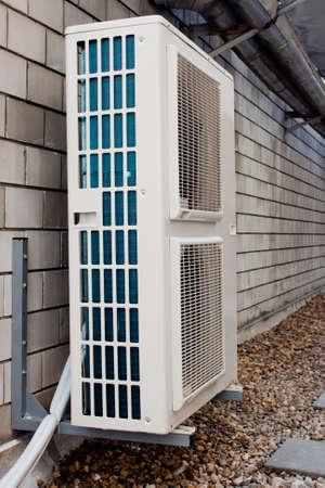 空調は、建物の上に組み立て。 photo