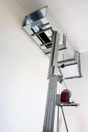 electric fixture: sollevamento condotti di ventilazione pesanti e la preparazione per l'installazione